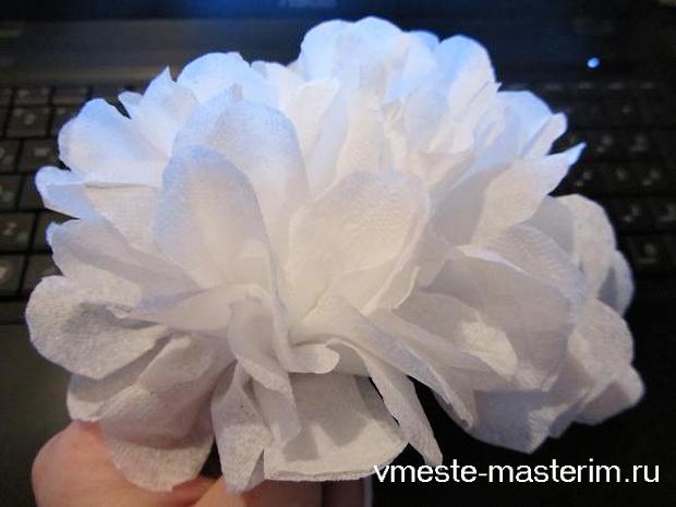 как сделать из салфетки цветок