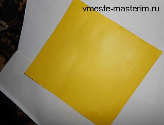 ваза из цветной бумаги