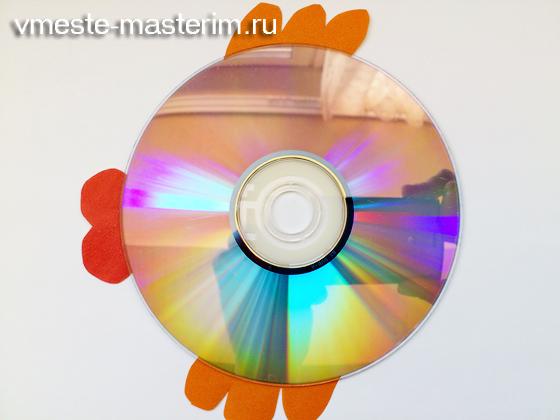 поделка рыбка из дисков