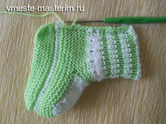 Вяжем пинетки для новорожденных спицами мастер класс