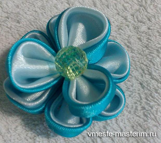 Объемный цветок для резинки в технике канзаши (мастер-класс)