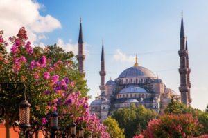 Турция: почему лучше поехать в страну на курорт?